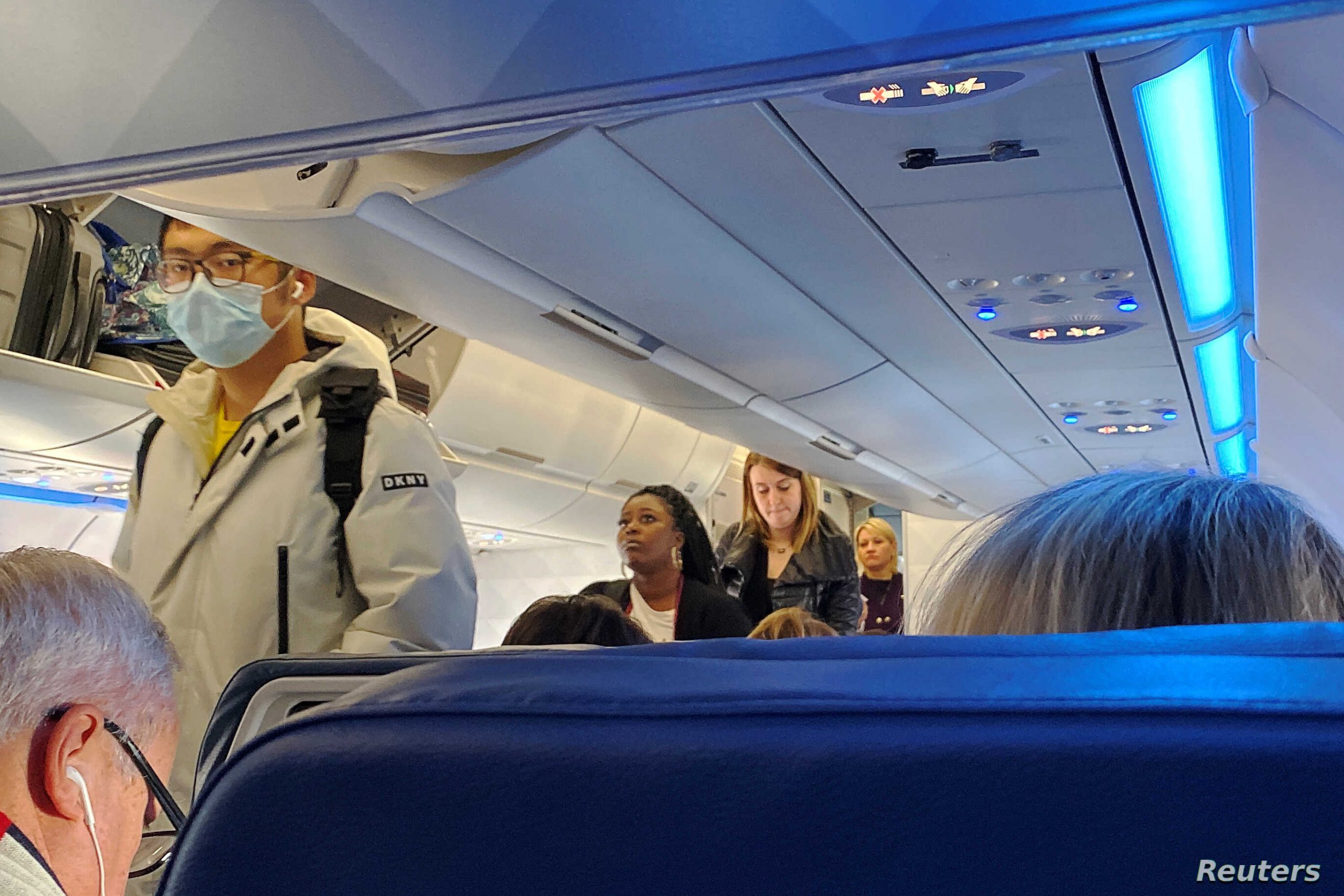 redusere smittefaren på flyreiser med munnbind